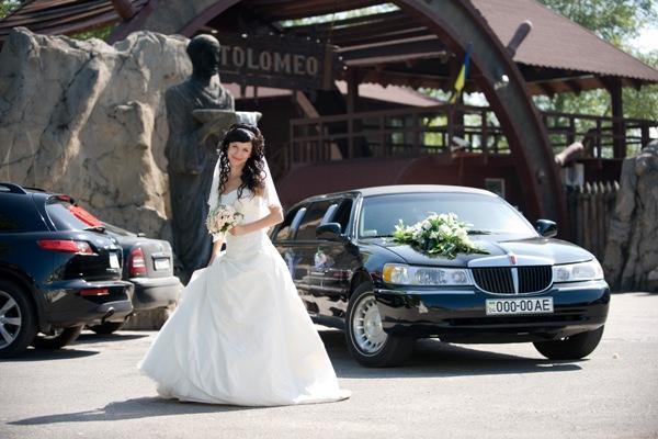 В белом платье на черном лимузине в новую семейную жизнь. Линкольн 7,5 м 2001 г